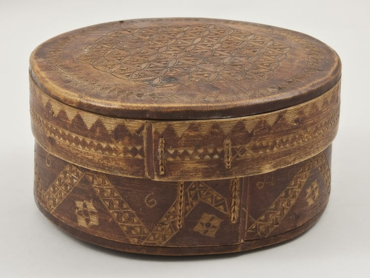 Bentwood box with finely laced join and pegged bottom and top Back - Decorative Woodcarving