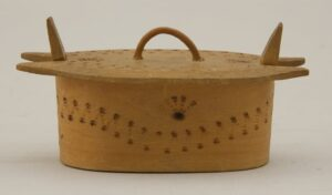 Miniature bentwood box (tine) with burned (pyrography) design front - Decorative Woodcarving