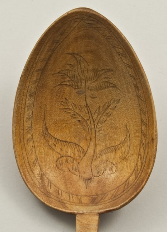 Hand-carved from one piece of wood spoon spoon head front - Decorative Woodcarving