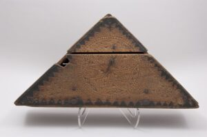 Triangular box to hold woman's headdress front - Decorative Woodcarving
