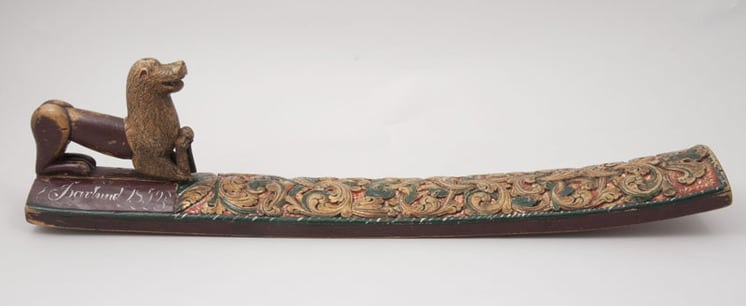 Long, slim rectangular mangle board with acanthus carving - Decorative Woodcarving