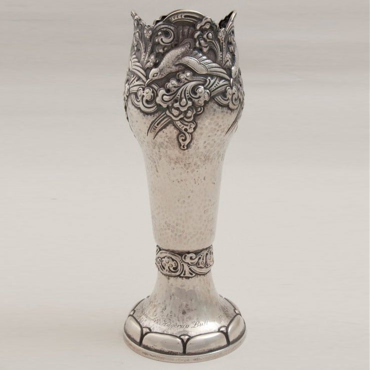 Vase with hammered body, with intertwined tendrils and birds