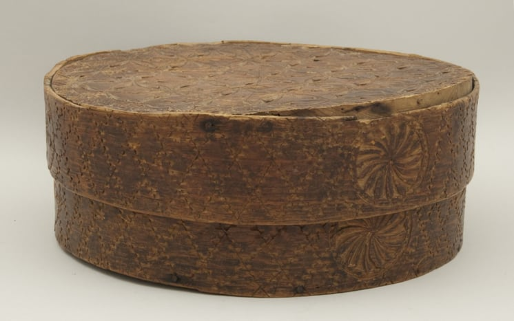 Bentwood box with chip carved design front - Decorative Woodcarving