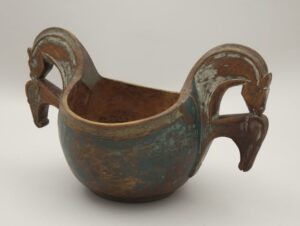 Two handled horse-head ale bowl carved from one piece of wood - Decorative Woodcarving