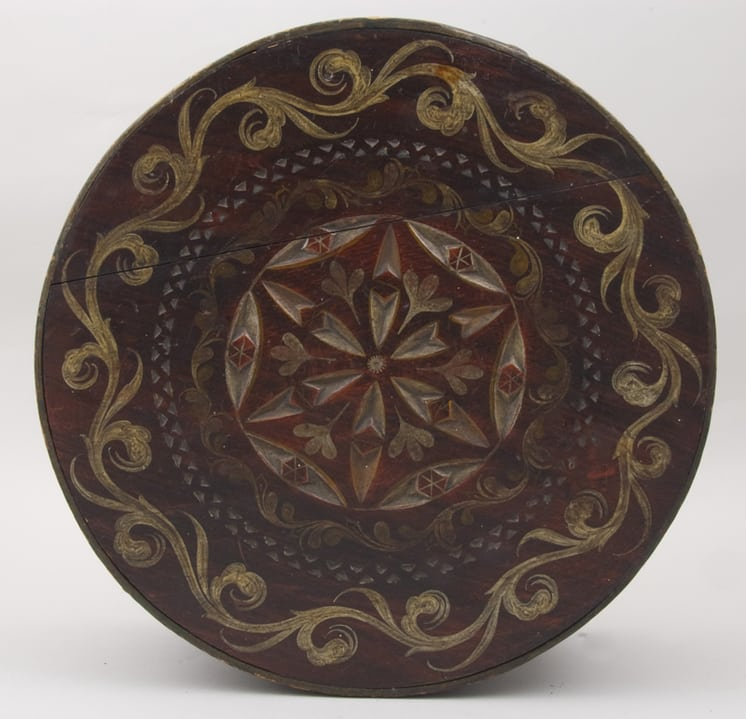 Round bentwood box with overlapping lid top - Decorative Woodcarving