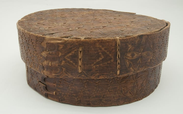 Bentwood box with chip carved design back - Decorative Woodcarving