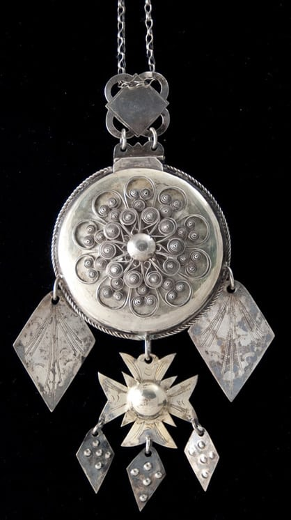 Bride's locket with filigree work that covers the front - Norwegian Metalworking