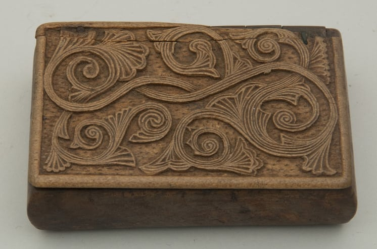 rectangular base snuff box - Decorative Woodcarving
