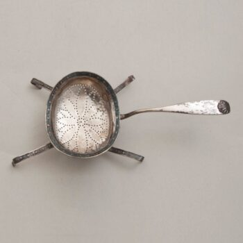 Strainer with perforations in the shape of flower petals in the bottom of the bowl - Norwegian Metalworking
