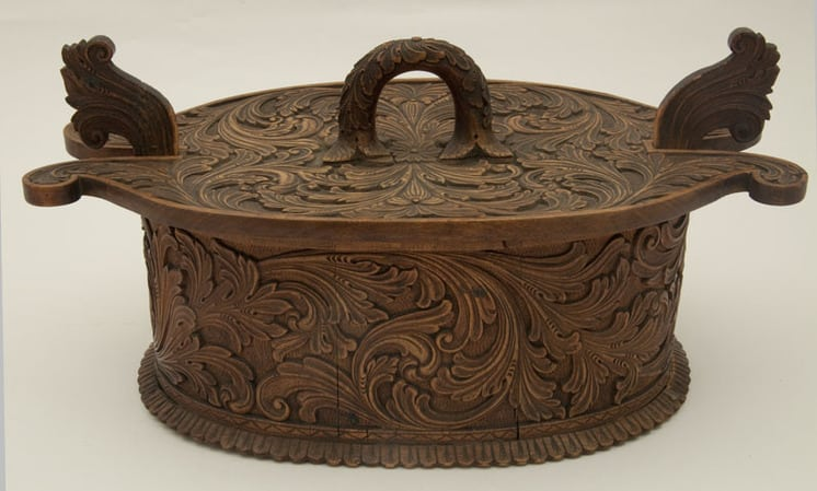 Bentwood box joined with glue Front - Decorative Woodcarving