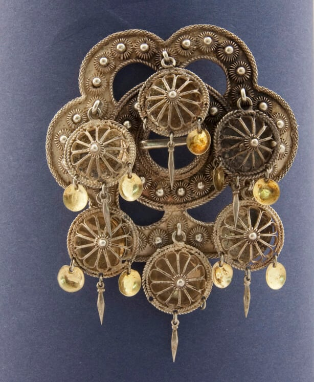 Brooch with six circular filligree rosettes that hang from intersections of arcs