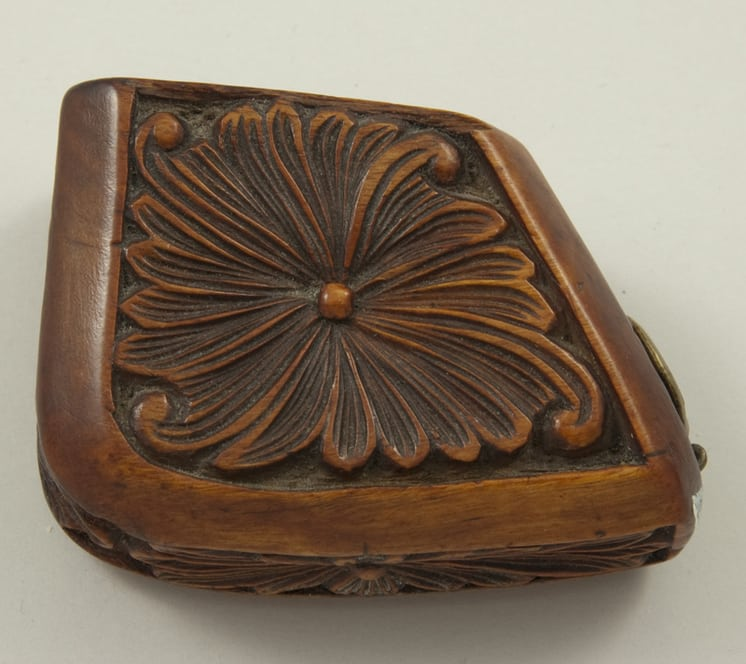 Wooden trapezoidal pipe bowl with relief carved flowers top - Deocrative Woodcarving