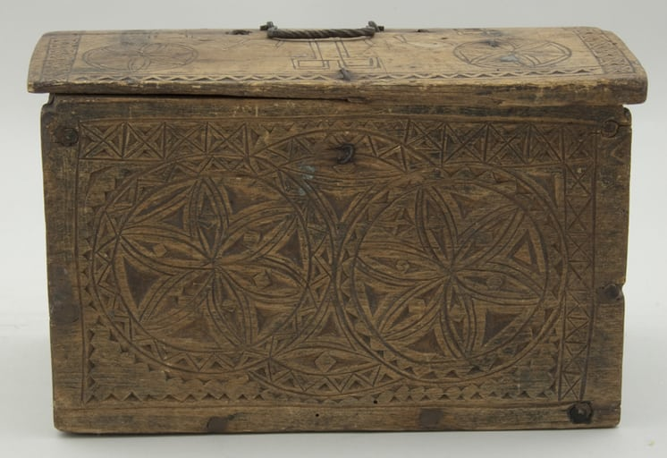 Rectangular, pegged construction letter box with slightly rounded cover front - Decorative Woodcarving