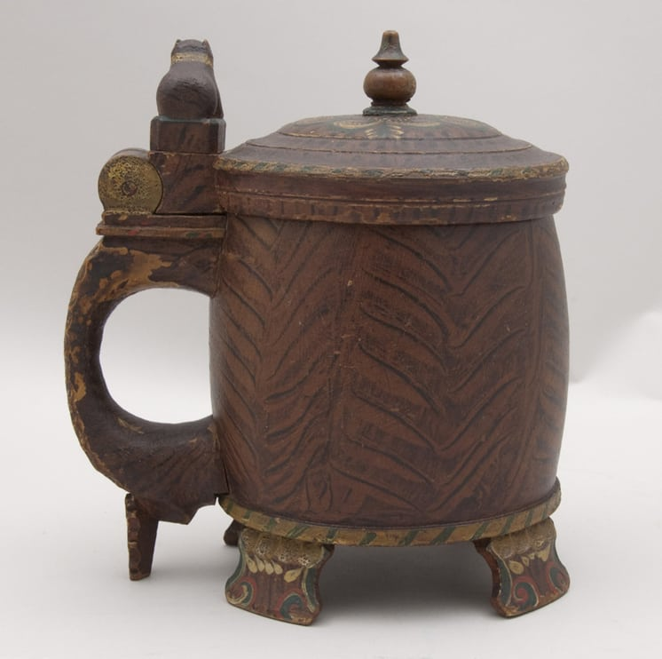 Large side handle riveted to body and topped with carved dog or bear right side - Decorative Woodcarving