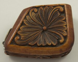 Wooden trapezoidal pipe bowl with relief carved flowers back - Decorative Woodcarving