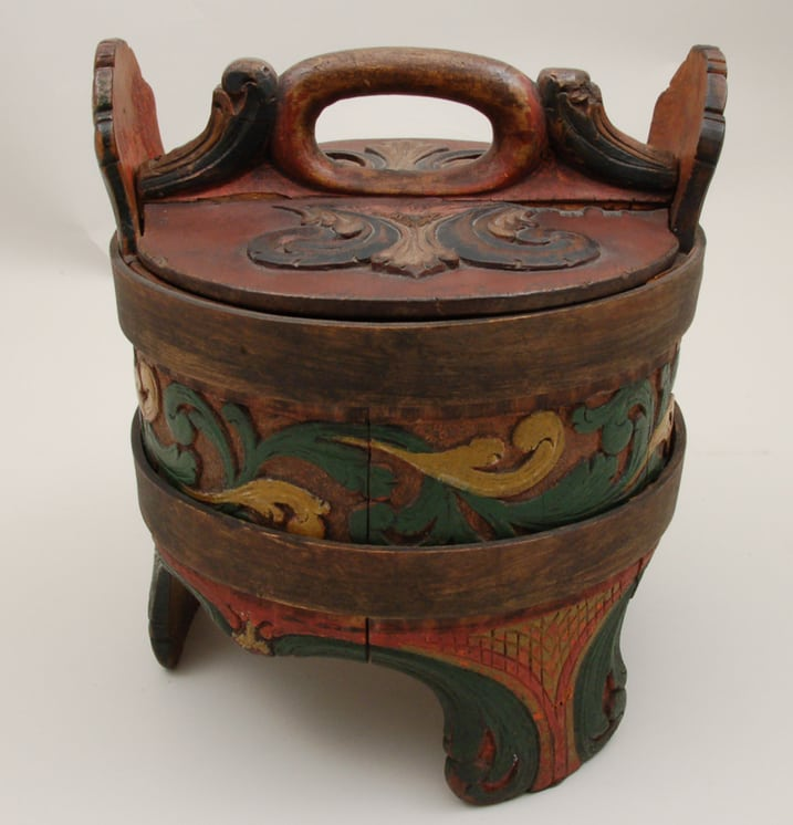 Porridge Container Standard stave construction with three legs back - Decorative Woodcarving