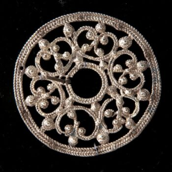 Brooch with open filigree plate with large ear-shaped pieces - Norwegian Metalworking