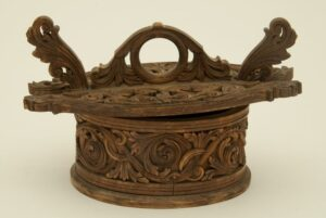 Oval miniature bentwood box of a traditional tine front - Decorative Woodcarving