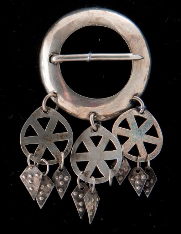 Brooch with narrow circular band that is crossed by a pin - Norwegian Metalworking