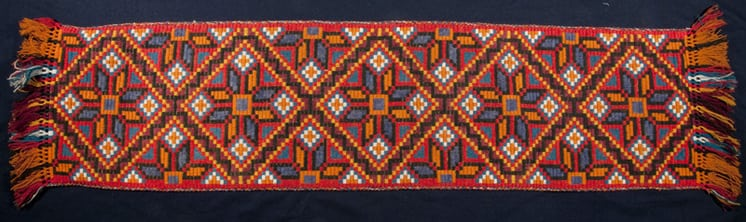 Table runner with a geometric star design in a weave which resembles klostersaum - Textiles