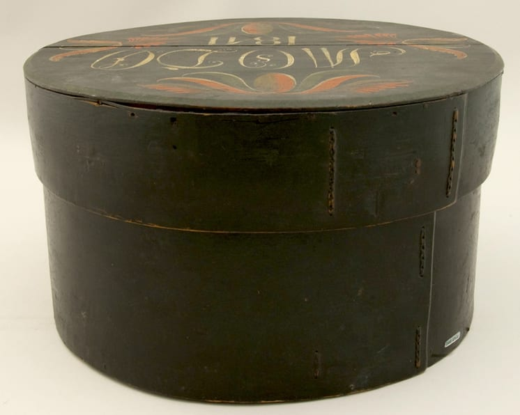 Large, round, bentwood box with lid. Lid has Vest-Agder style rosemaling - Rosemaling