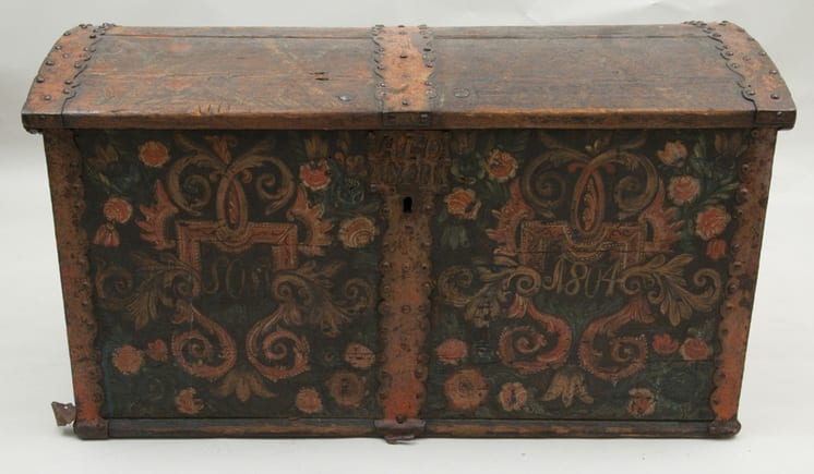 Trunk with Rosemaling on top, front and side panels, and interior side - Rosemaling & Decorative Painting