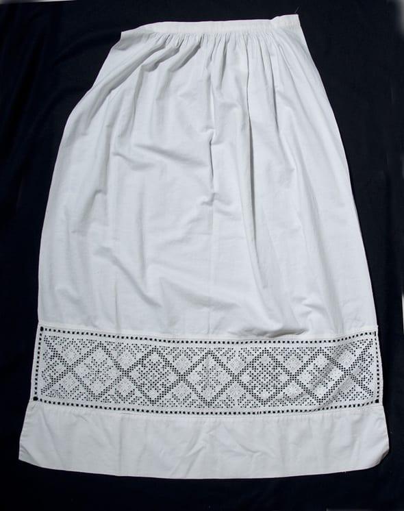 White linen apron is shirred onto a narrow waistband without ties - Textiles