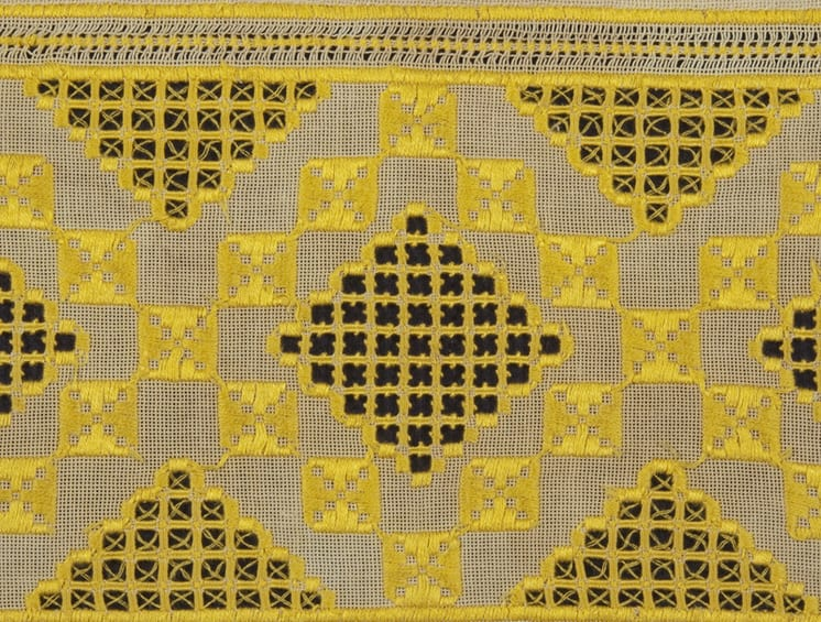 Table cloth with fine yellow embroidery floss - Textiles