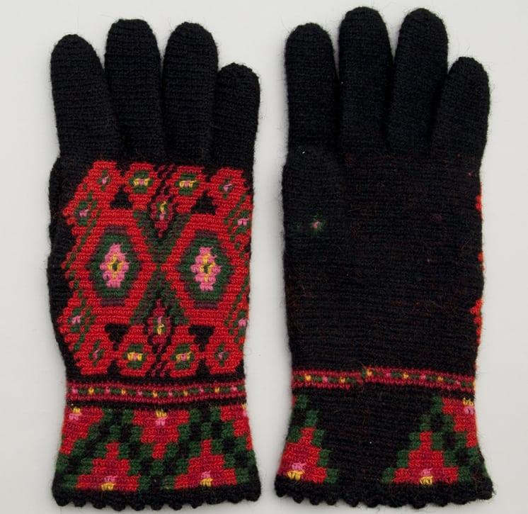 Women's gloves crocheted by Mrs. Berit Rustland
