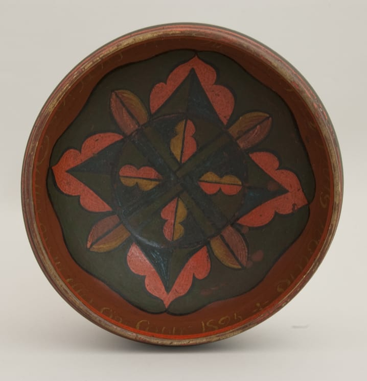 Shallow pedestaled bowl with inscription on inner rim - Rosemaling & Decorative Painting