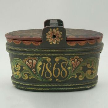 Stave constructed box was brought from Norway - Rosemaling