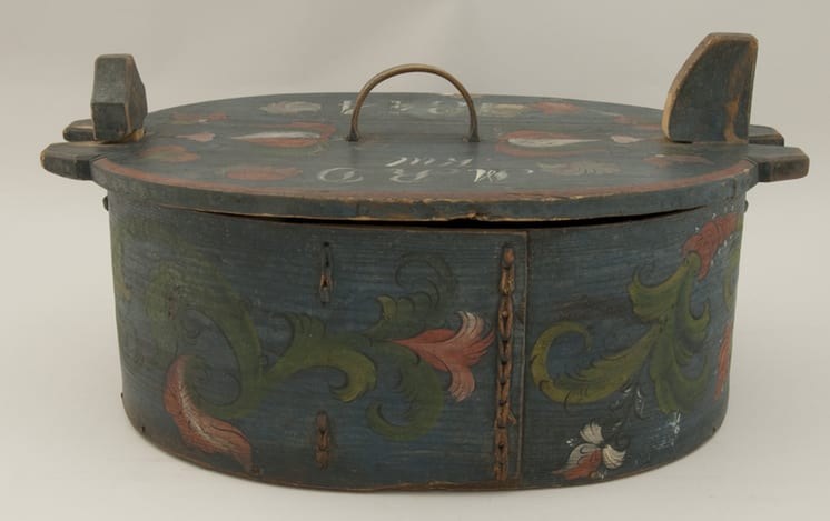 Bentwood box which is held together with a double row of lacing - Rosemaling