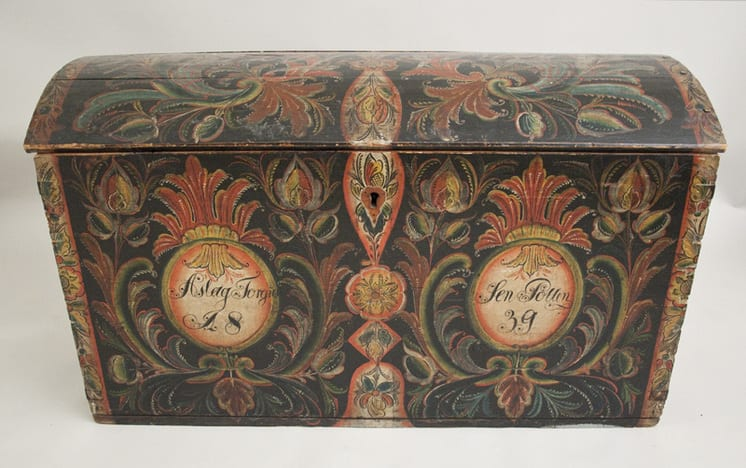 Trunk painted in Aust-Agder style - Rosemaling & Decorative Painting