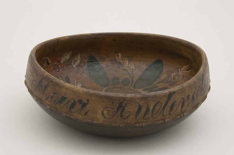 Turned bowl with rosemaling. Inscription on outer rim - Rosemaling & Decorative Painting