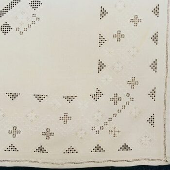 This table cloth features Hadanger embroidery on all borders and in the center - Textiles