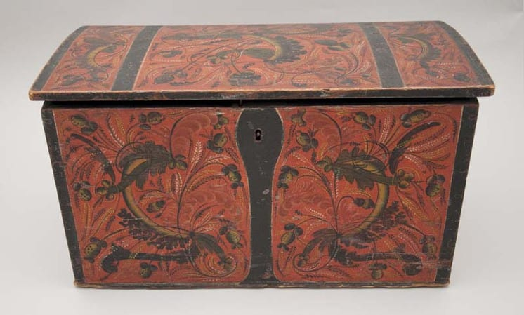 Small trunk with Os style rosemaling - Rosemaling