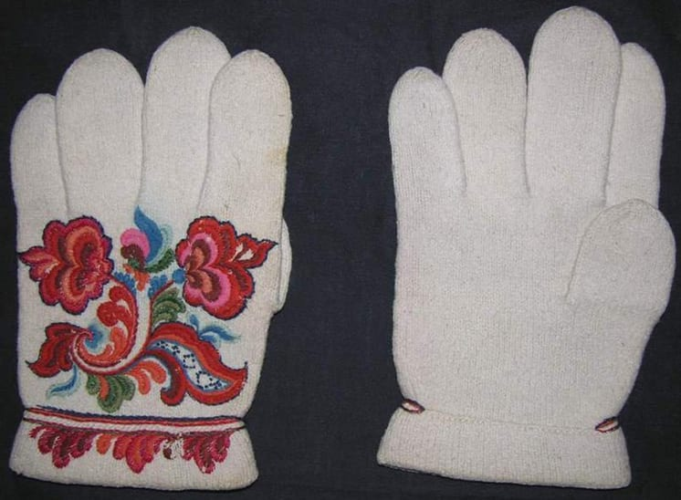 Tightly knitted gloves made using a natural-colored two-ply white wool - Textiles