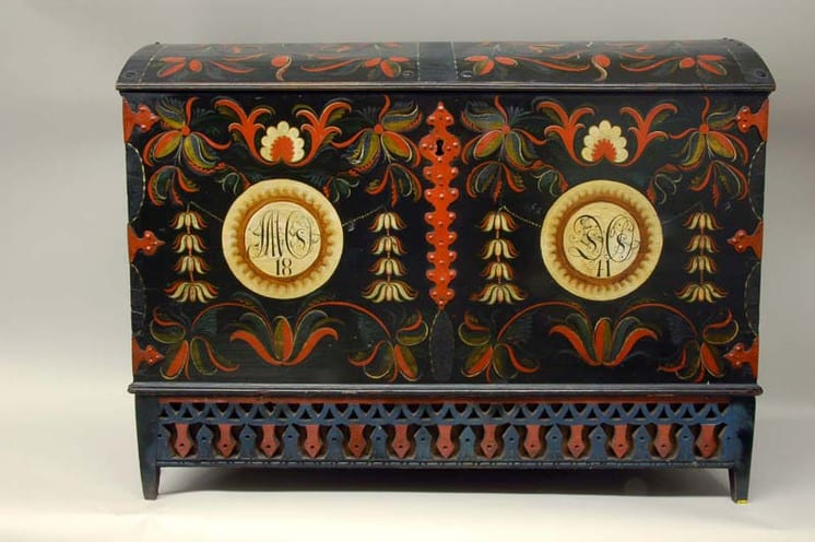Large trunk with Vest-Agder style rosemaling on front panel and lid - Rosemaling