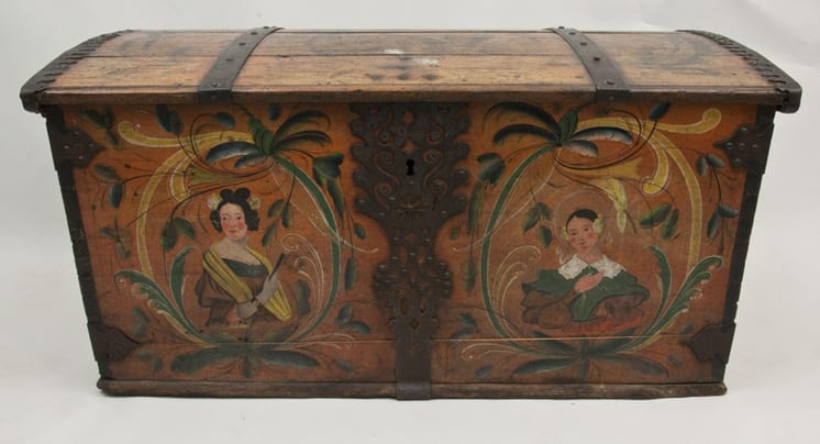 The painting on this trunk is typical for the Voss area front - Rosemaling & Decorative Painting