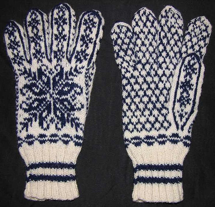 hand-knit gloves are made of heavy wool in dark blue and white - Textiles