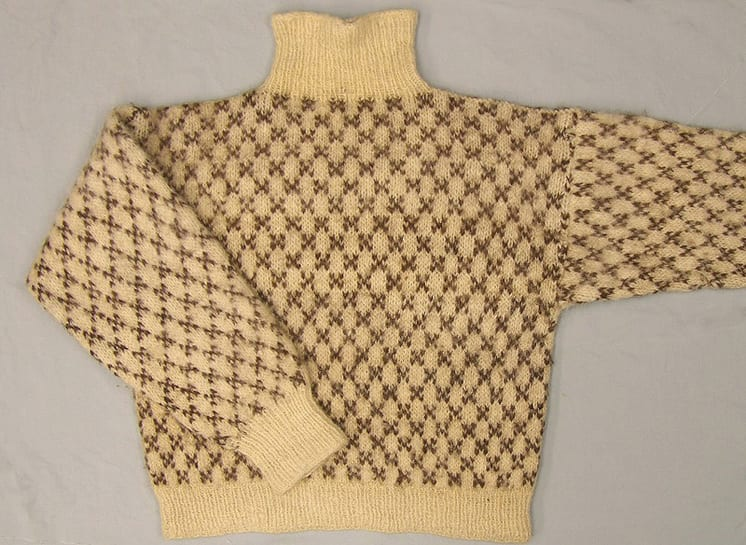 Man's handknit sweater with all-over diamond designs. Short turtleneck - Textiles