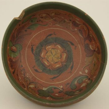 Bowl is turned from one piece of wood and has Hallingdal style rosemaling - Rosemaling