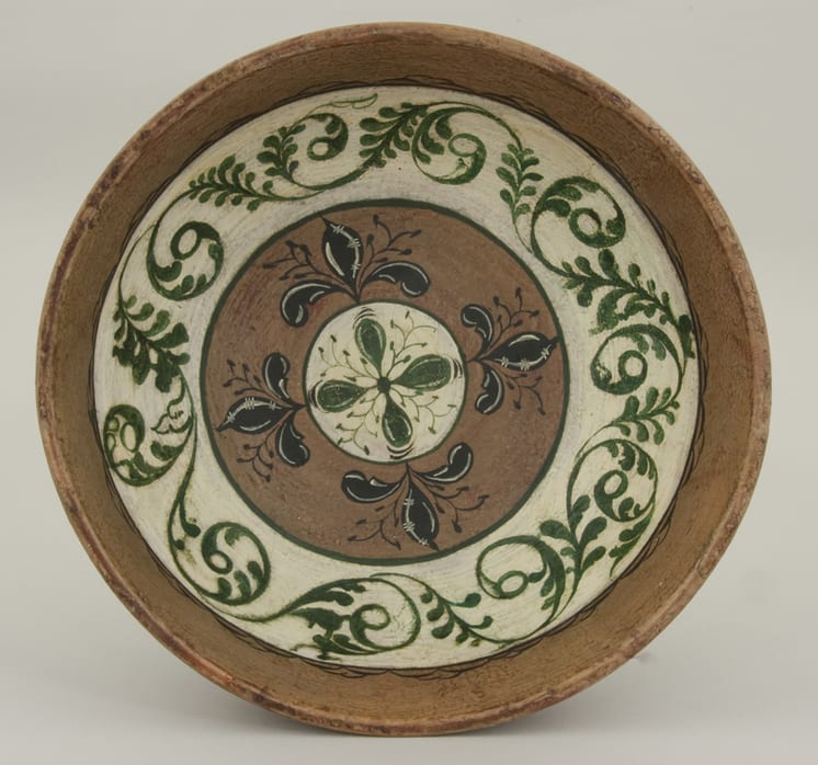 A turned wooden bowl made from a single piece of wood decorated with Hallingdal - Rosemaling