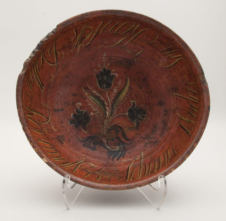 Outflaring, turned bowl with simple Valdres style floral decoration - Rosemaling