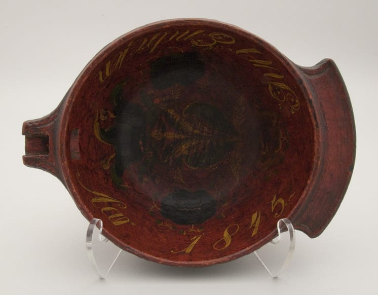 Bowl with cross hatching on the outer band - Rosemaling