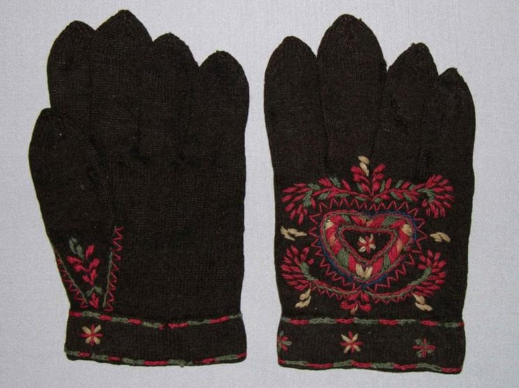Mittens embroidered with a primitive style motif using a thin wool thread -Textiles