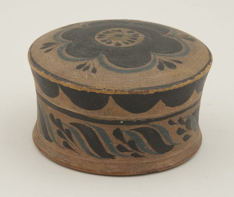 Jewelry box with screw on cover - Rosemaling