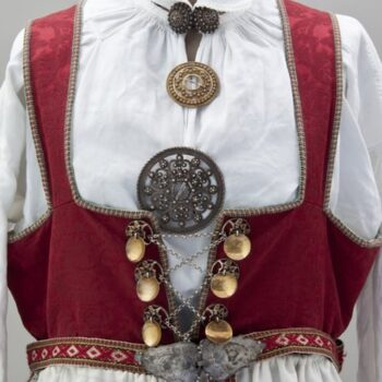 This Aust-Agdar bunad dress has a dark red damask bodice with an attached black skirt - Textiles