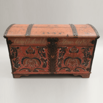 Trunk with Hallingdal style rosemaling on front and side panels. Rosemaling on top is worn and faded - Rosemaling
