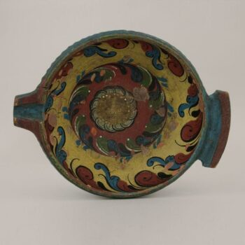 Low out-flaring bowl with a narrow in-turned rim painted in Hallingdal style - Rosemaling